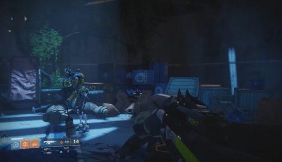 Destiny 2: Der Putz_Roboter des Turmes verrichtet trotz Invasion weiter seine Arbeit.