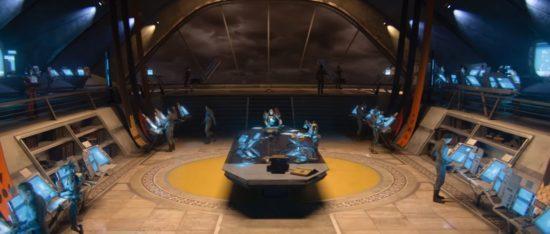 Destiny 2: Dunkle Wolken ziehen am Beginn von Homecoming über der Stadt auf.